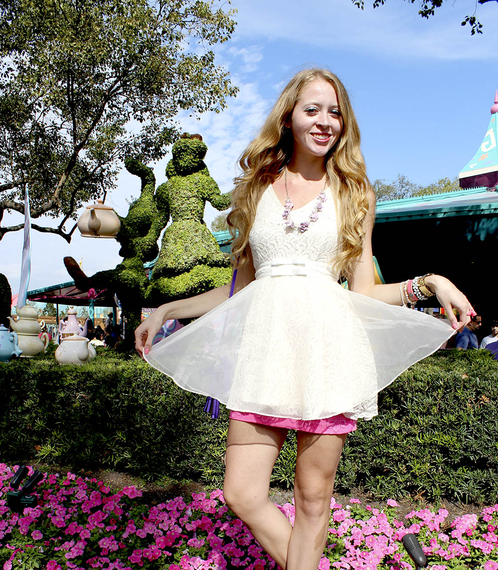 alice in wonderland topiary