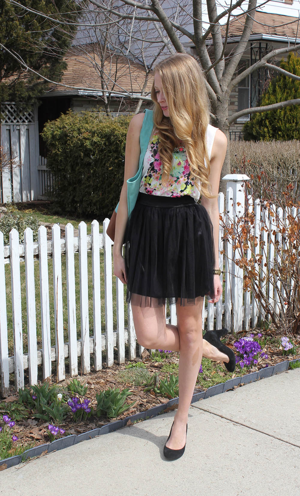 h&m floral top and black skirt