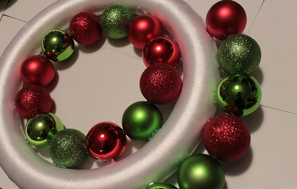 diy ornament wreath step 3