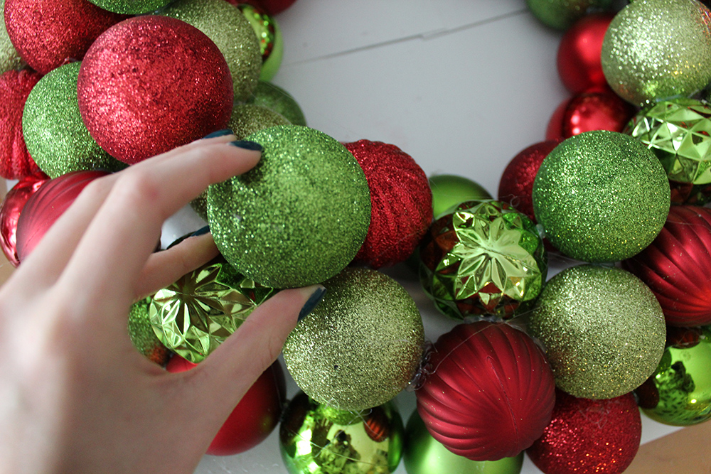 diy ornament wreath step 5