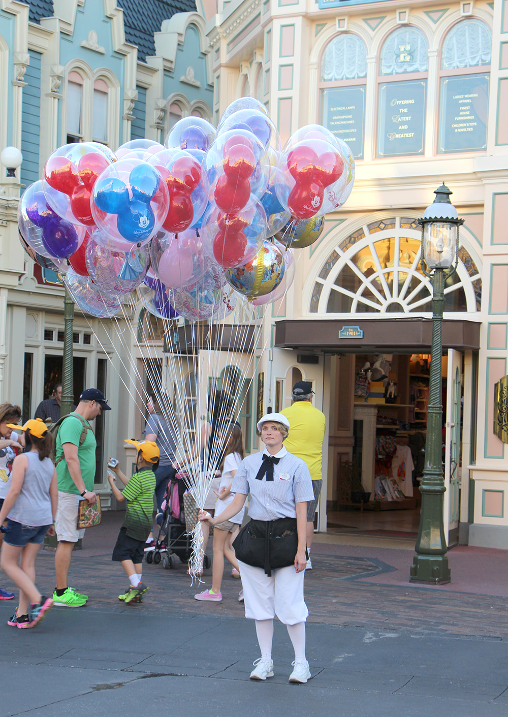 magic kingdom balloon girl