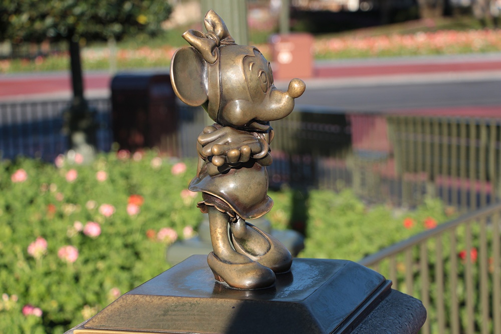 minnie mouse bronze statue