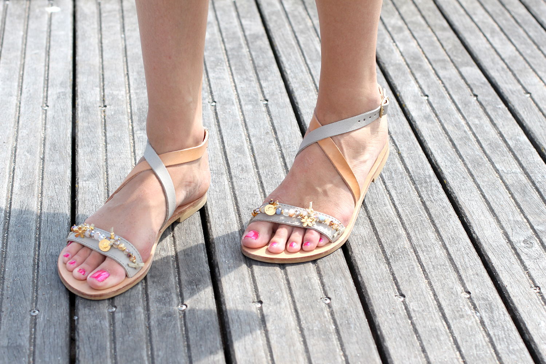iris sandals anemone