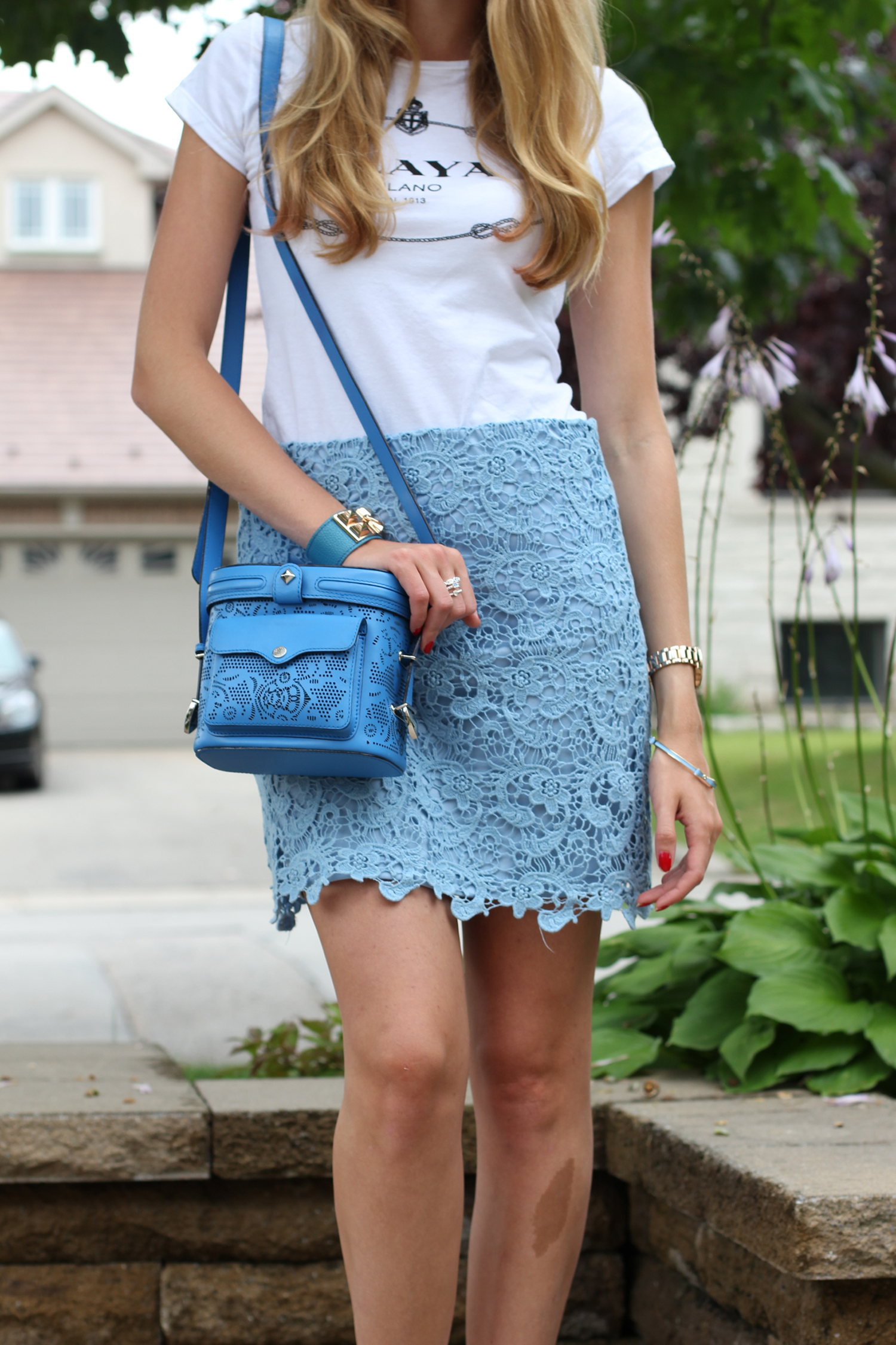 white tee blue lace forever 21 skirt