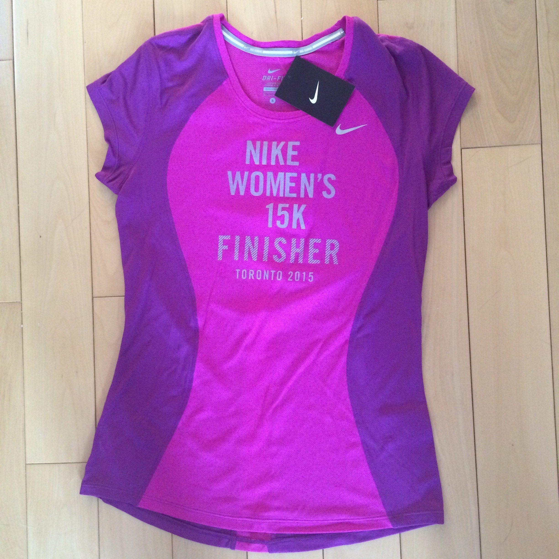 nike women's 15k toronto finisher tee