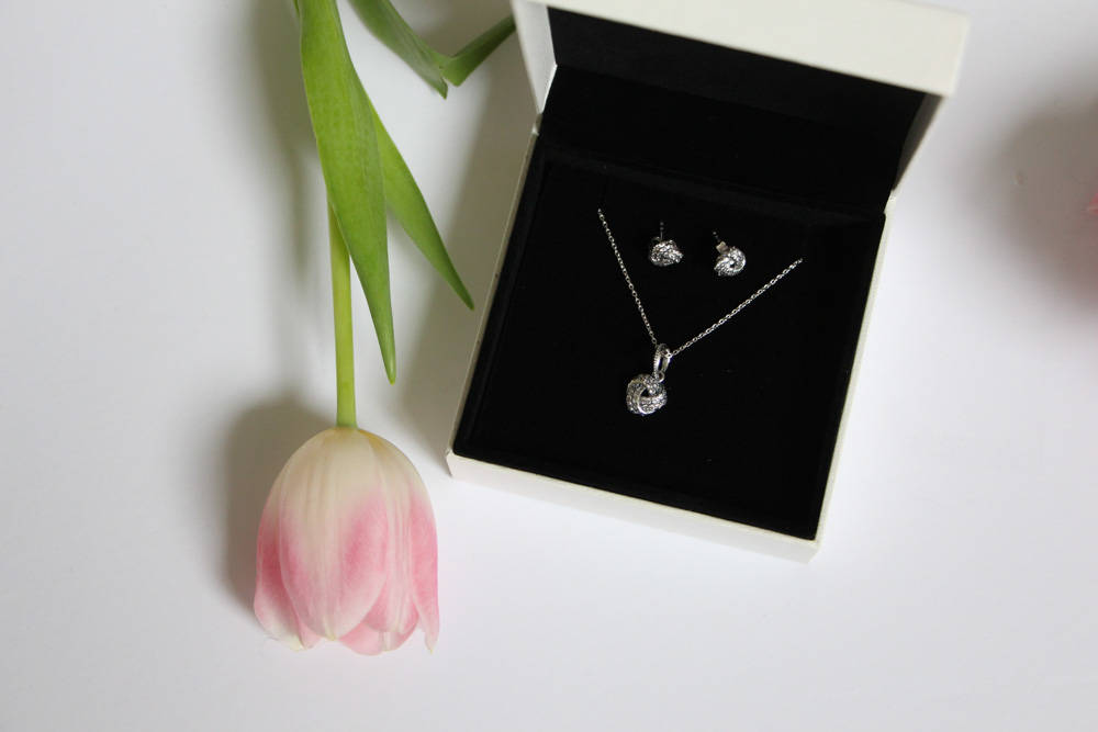 pandora mother's day collection sparkling love knots