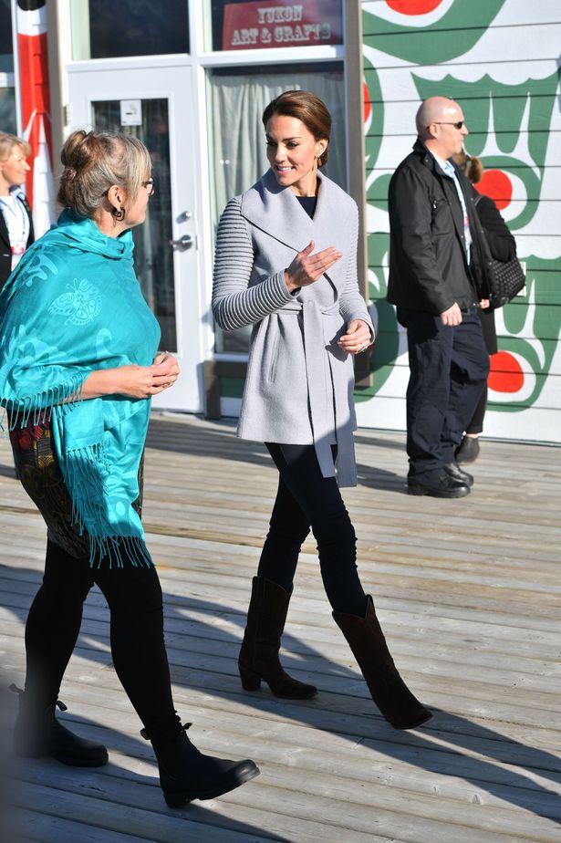 kate-middleton-sentaler-coat