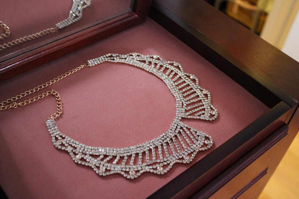 Jewelmint Crystal Collar Necklace Review
