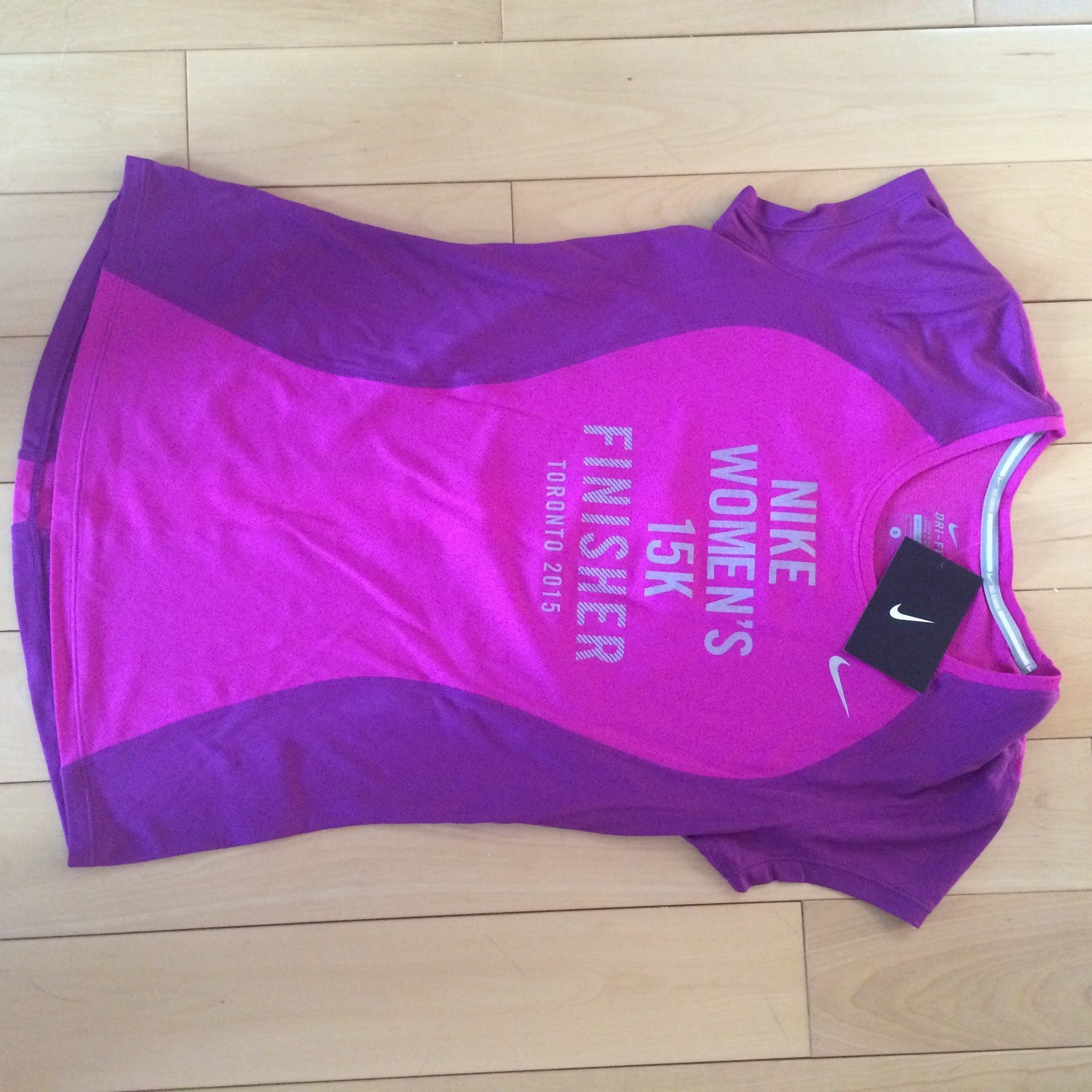 nike women's 15k toronto finisher tee