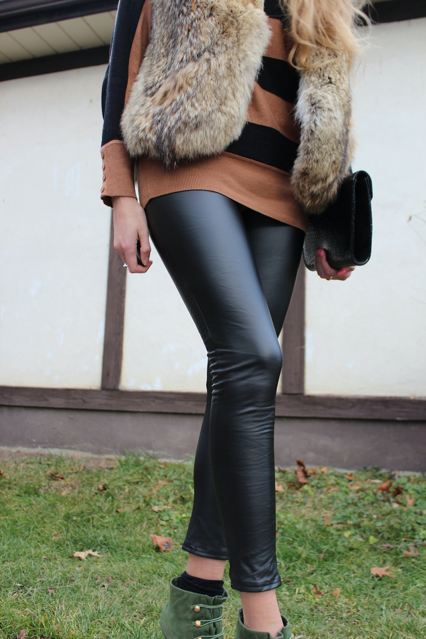 Giveaway: Leather-look leggings