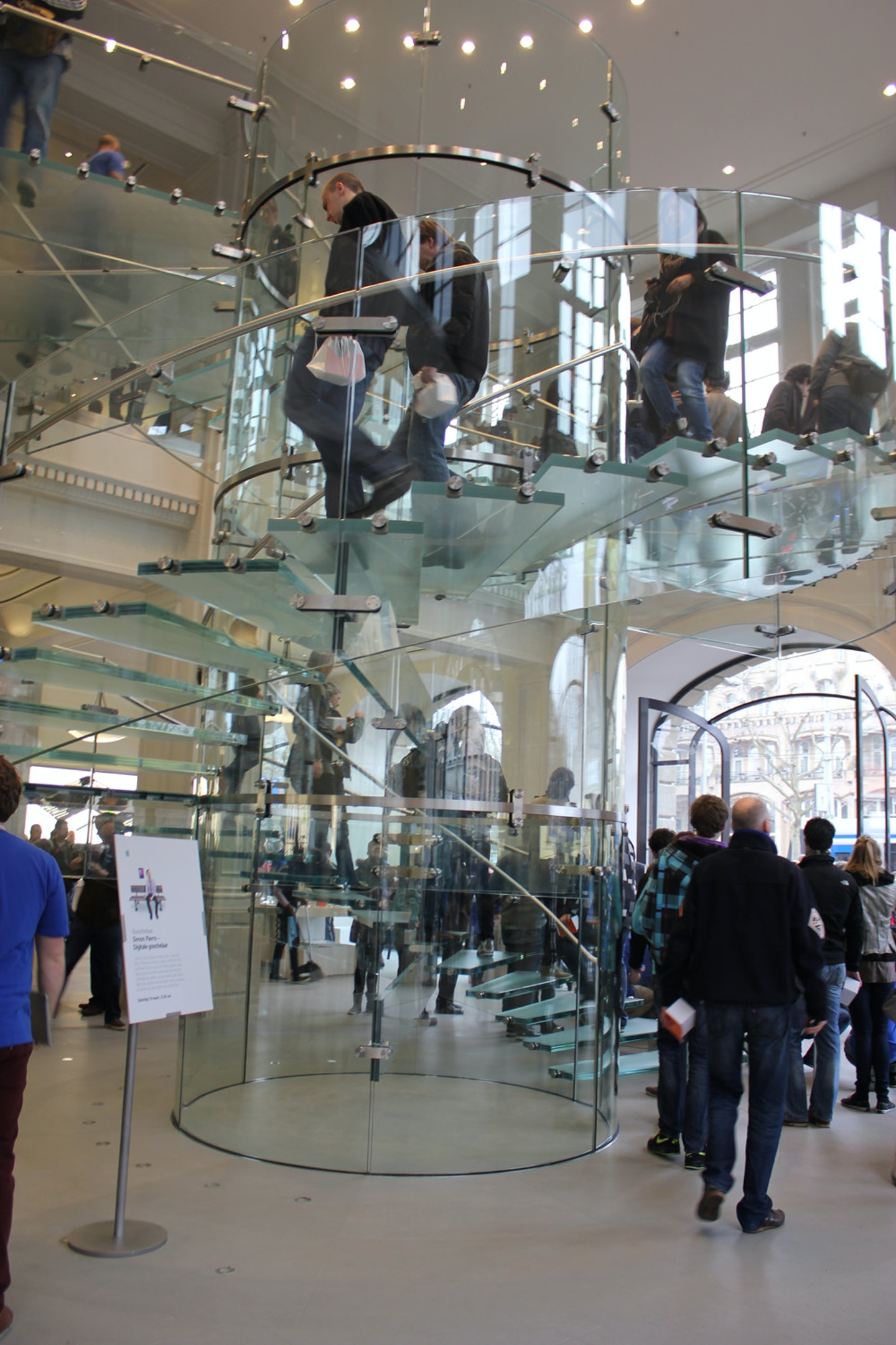 VIDEO: Inside the Apple Store Amsterdam