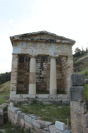 athenian treasury delphi