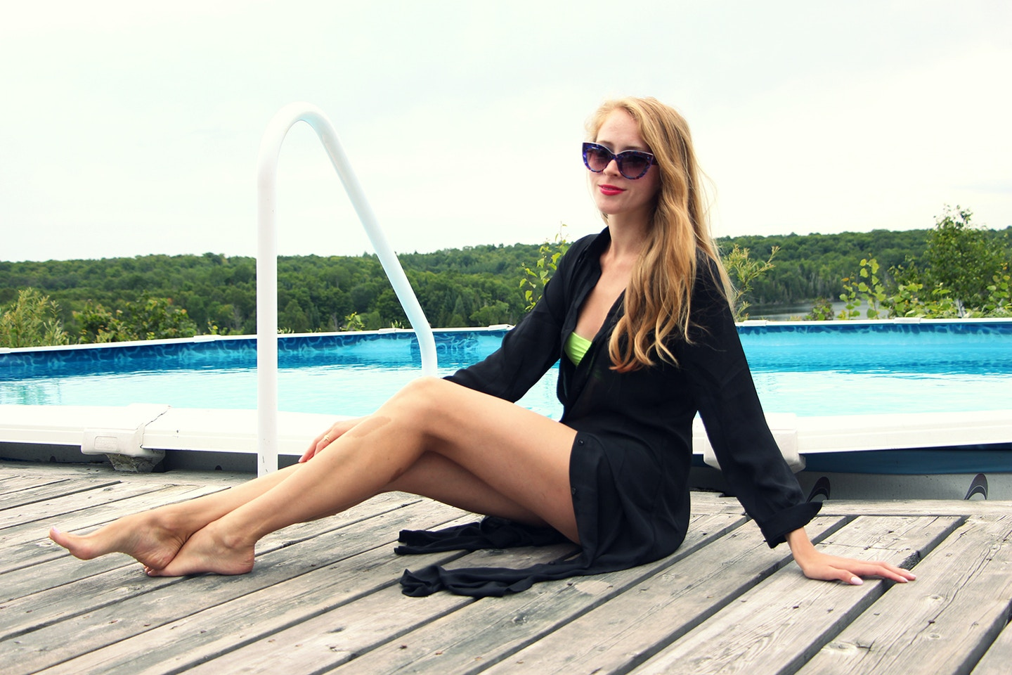 Black and lime + what's in my beach bag?