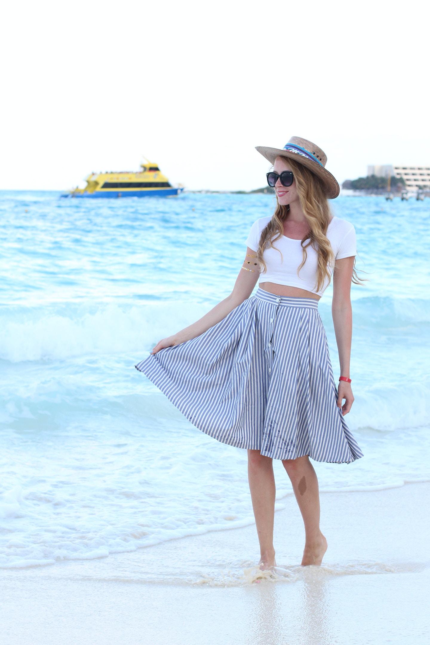 Seersucker skirt by the sea
