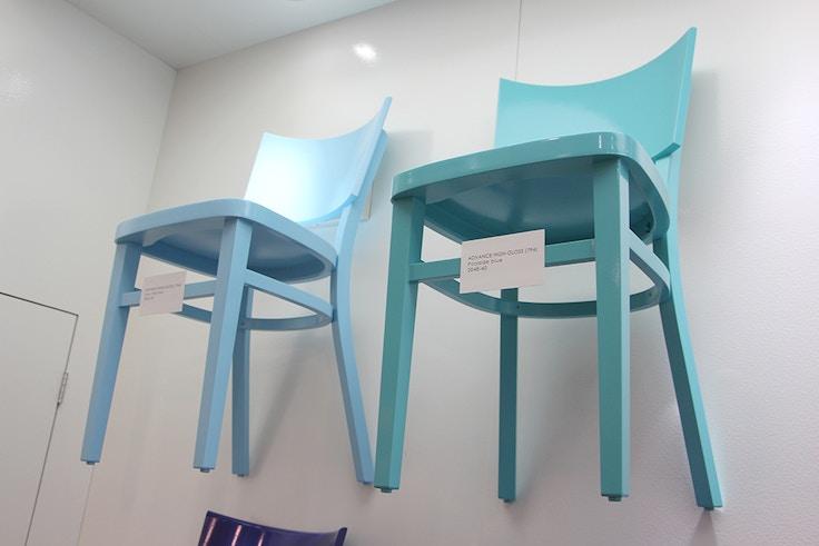 blue chairs para