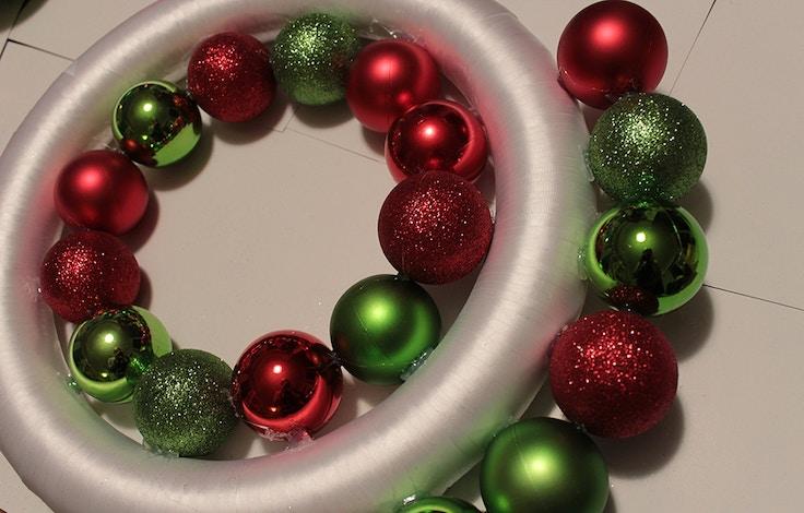 diy ornament wreath step 3