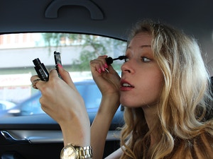 doing mascara in car