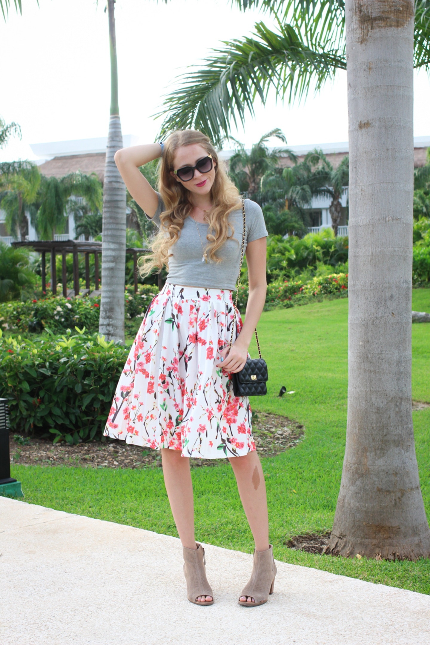Tips for wearing printed midi skirts