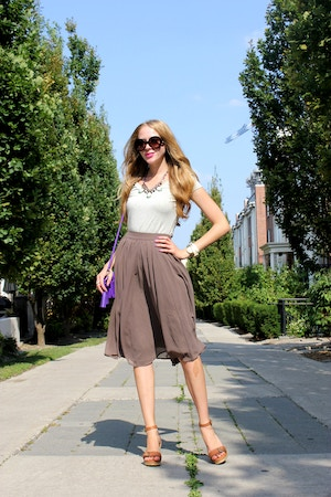 grey tee and chiffon skirt