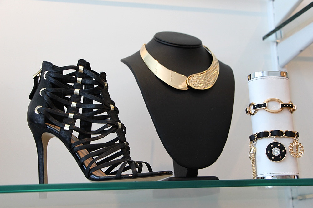 guess summer 2014 strappy black sandal