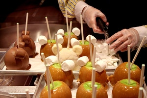 how to make mickey mouse candy apples