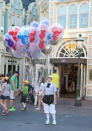 magic kingdom balloon girl