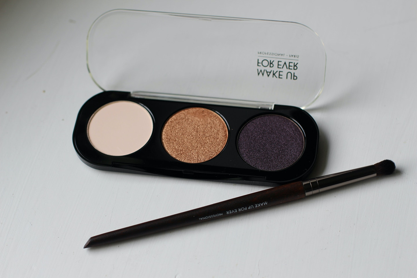 Make Up For Ever Artist Shadow Review