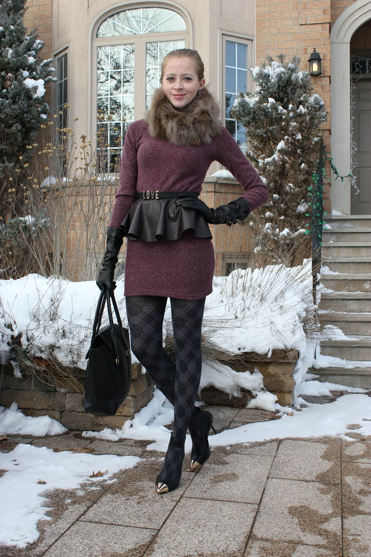 mauve dress and black accessories