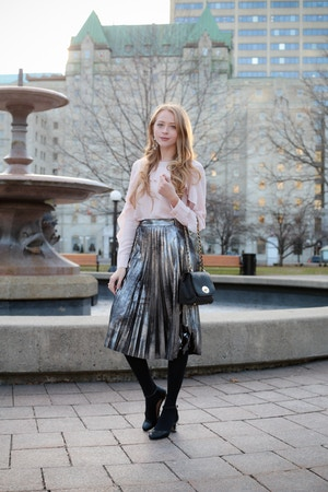metallic-pleated-skirt-3-of-8