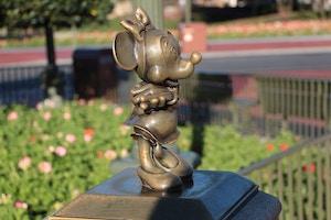 minnie mouse bronze statue