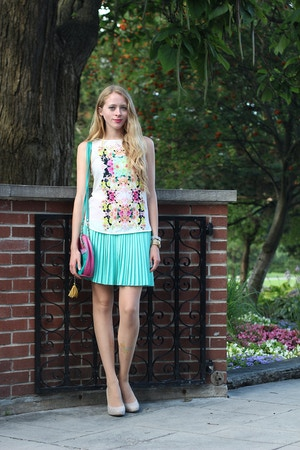 mint skirt floral shirt