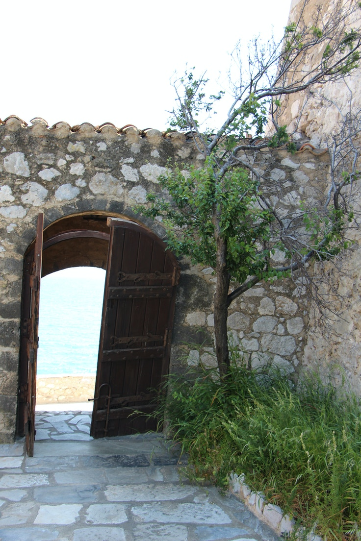 nafplio greece bourtzi tree