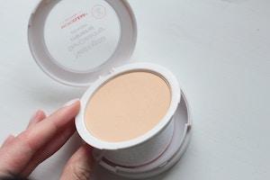 neutrogena skin clearing mineral powder compact