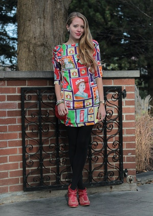queen elizabeth stamp dress