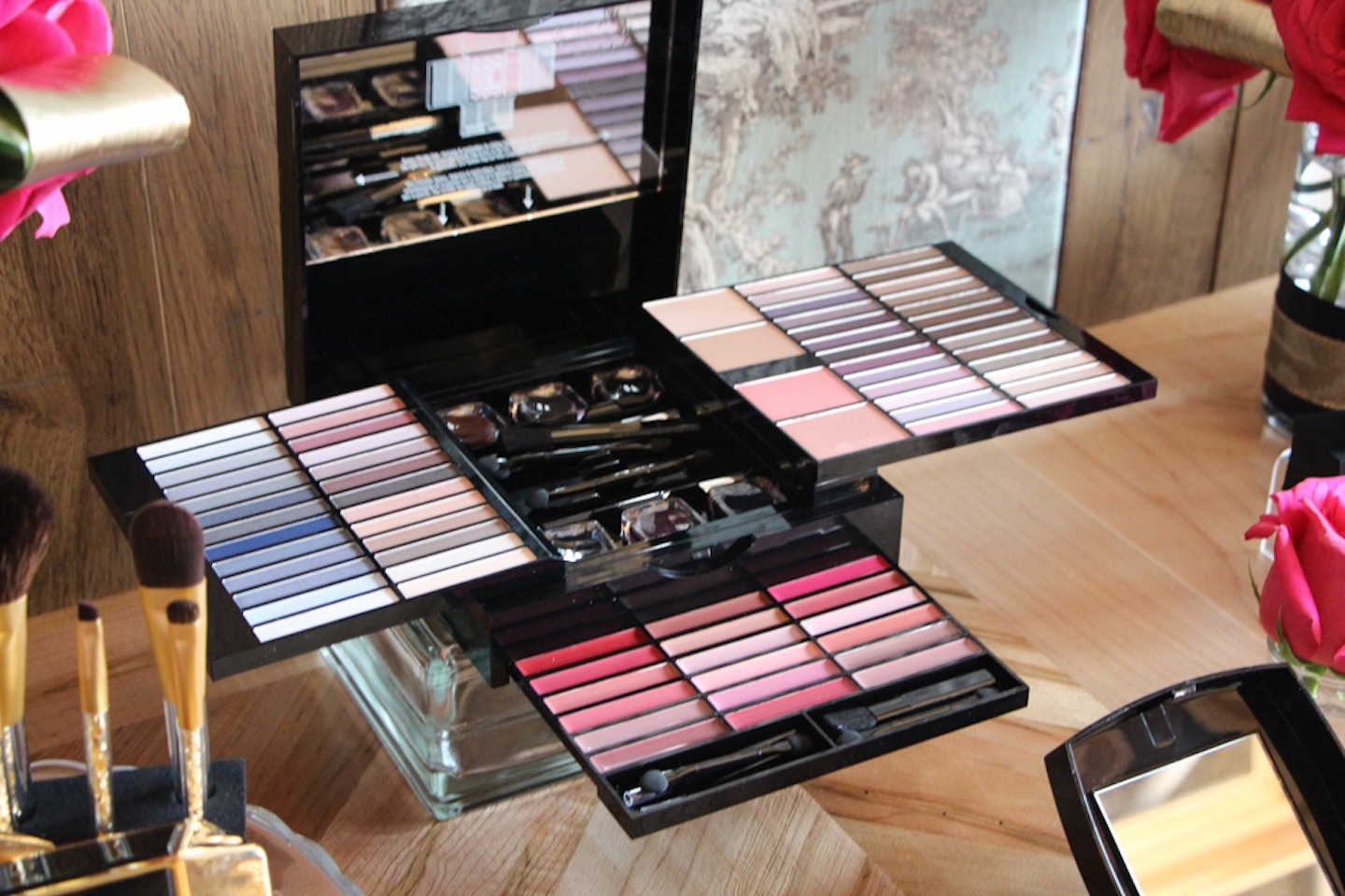 Quo Holiday makeup collection preview