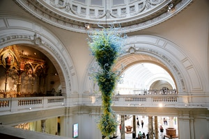 v&a museum chihuly chandelier