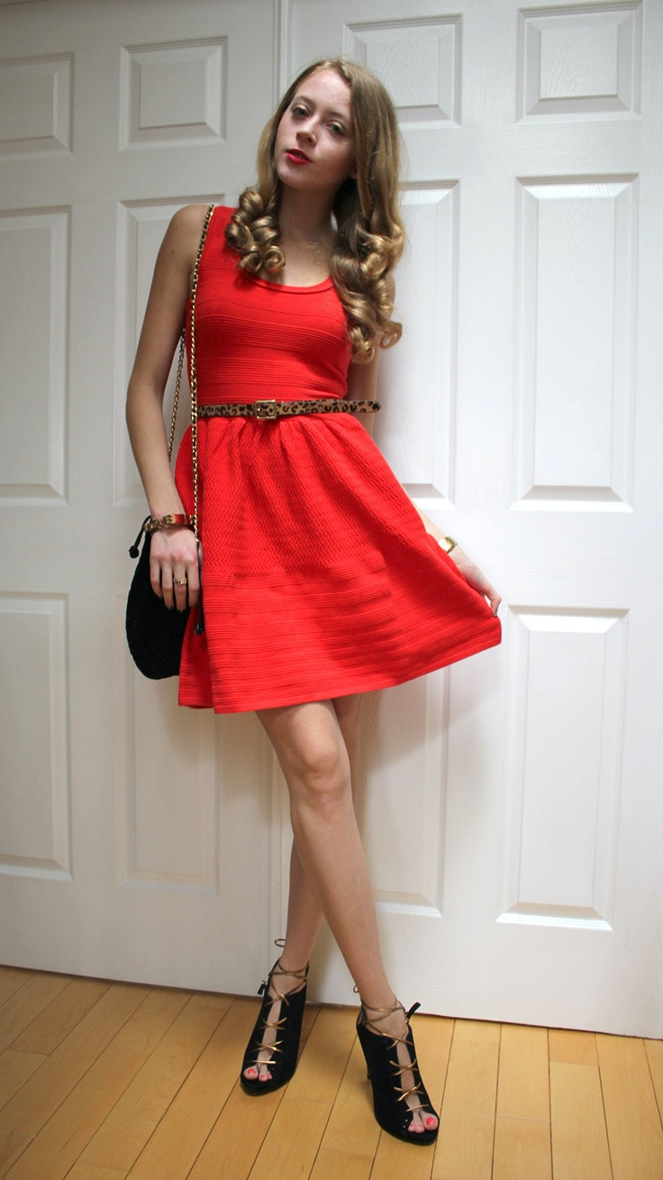 red juicy dress and black pumps