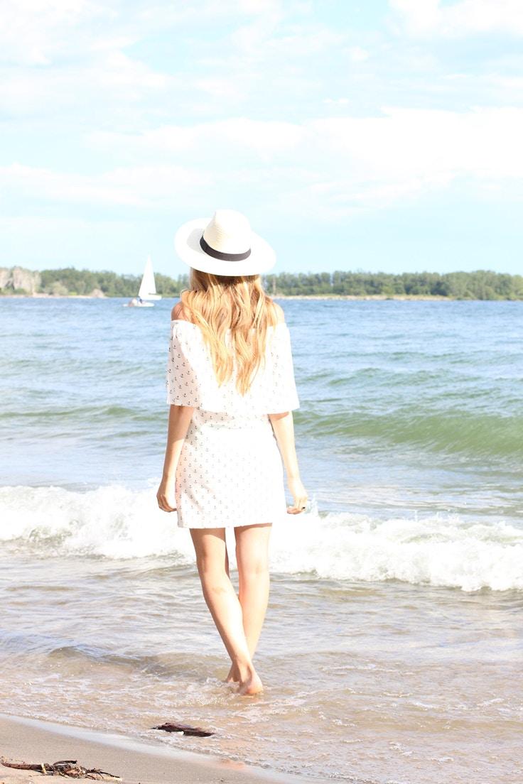 retro beach outfit