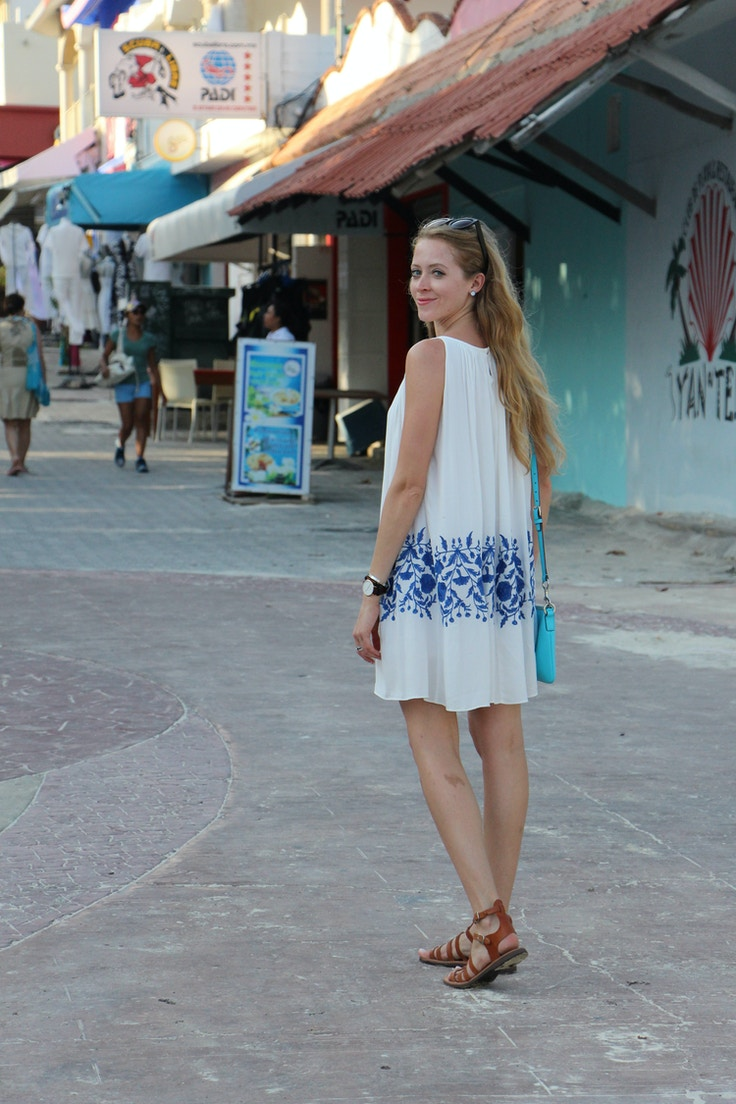 shopping in playa del carmen white and blue dress