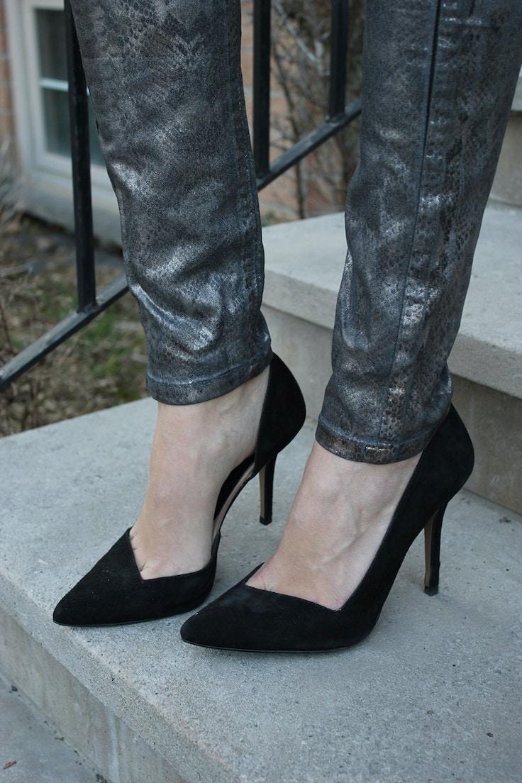 snakeskin jeans black pumps