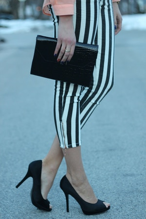 striped jeans and black heels