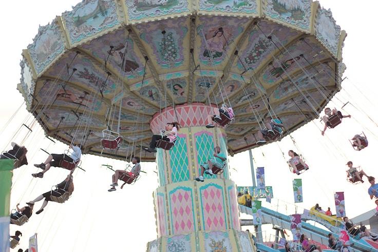 swing carousel cne