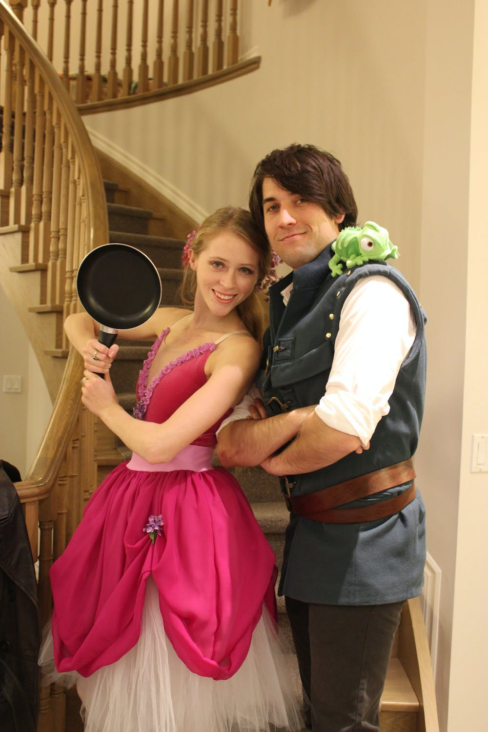 Tangled couples halloween costume Rapunzel and Flynn Rider