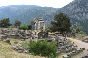 temple of athena delphi greece