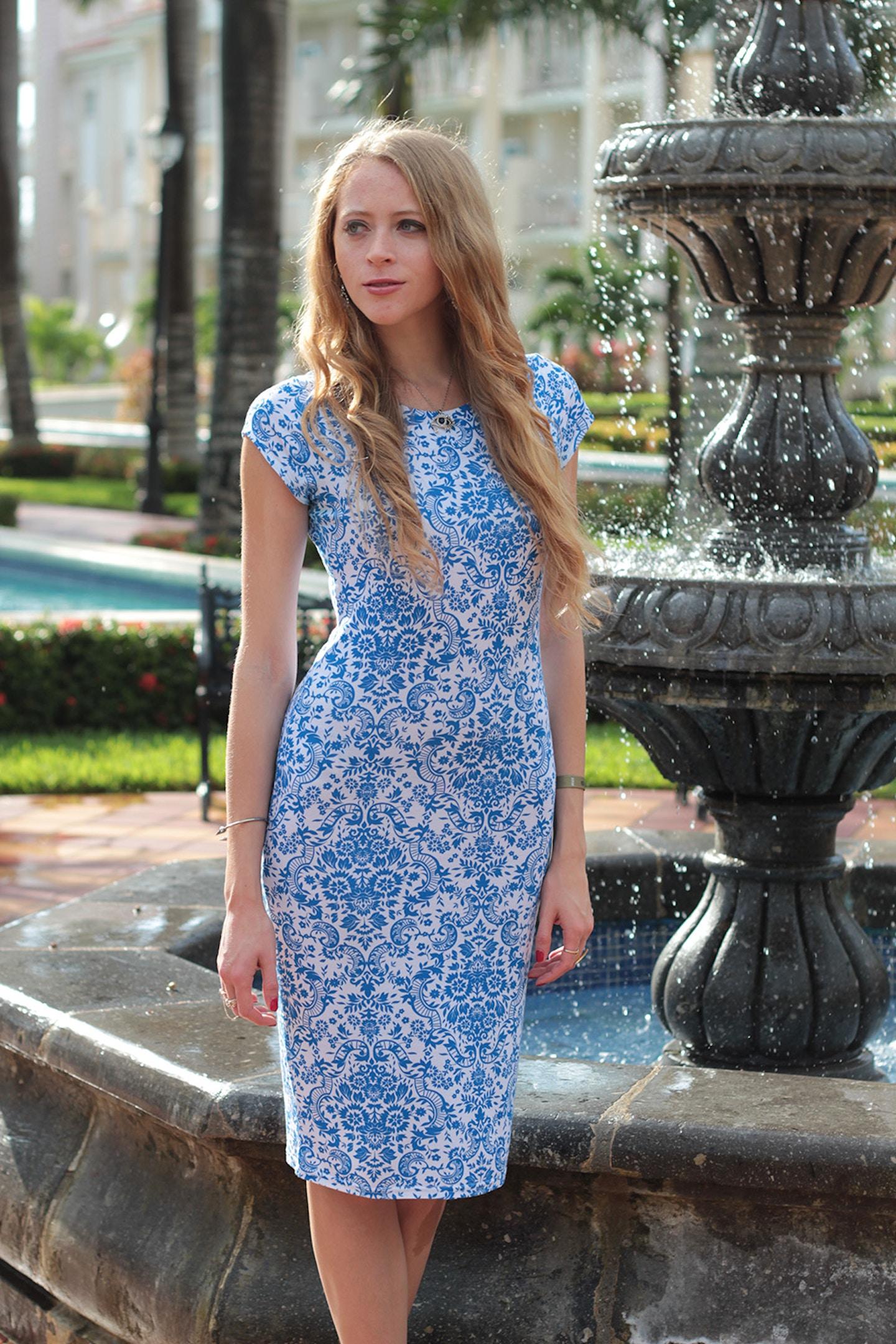 Tropical blues: printed midi dress