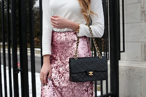 turtleneck pink sequin skirt chanel bag (6 of 8)