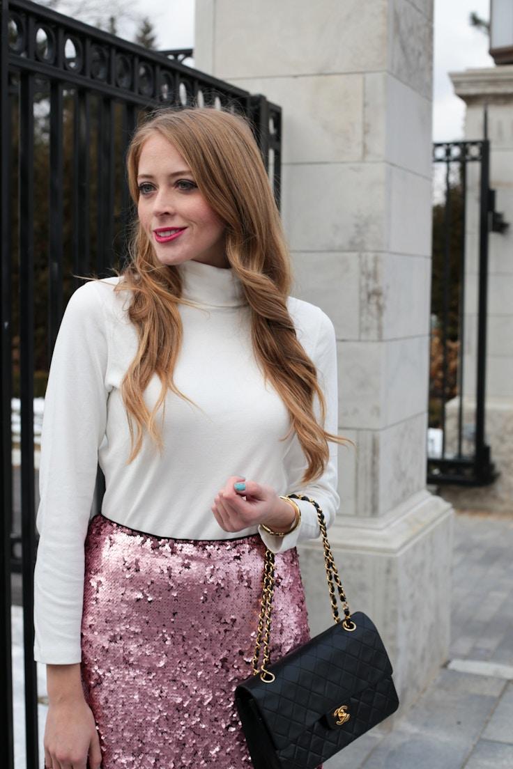 turtleneck pink sequin skirt chanel bag (8 of 8)