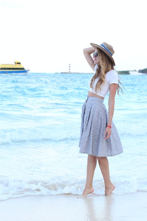 vacation outfit straw hat crop top