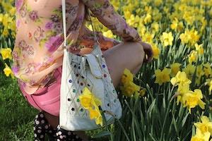 vintage bag floral shirt daffodils