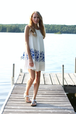 white dress and birkenstock gizeh sandals